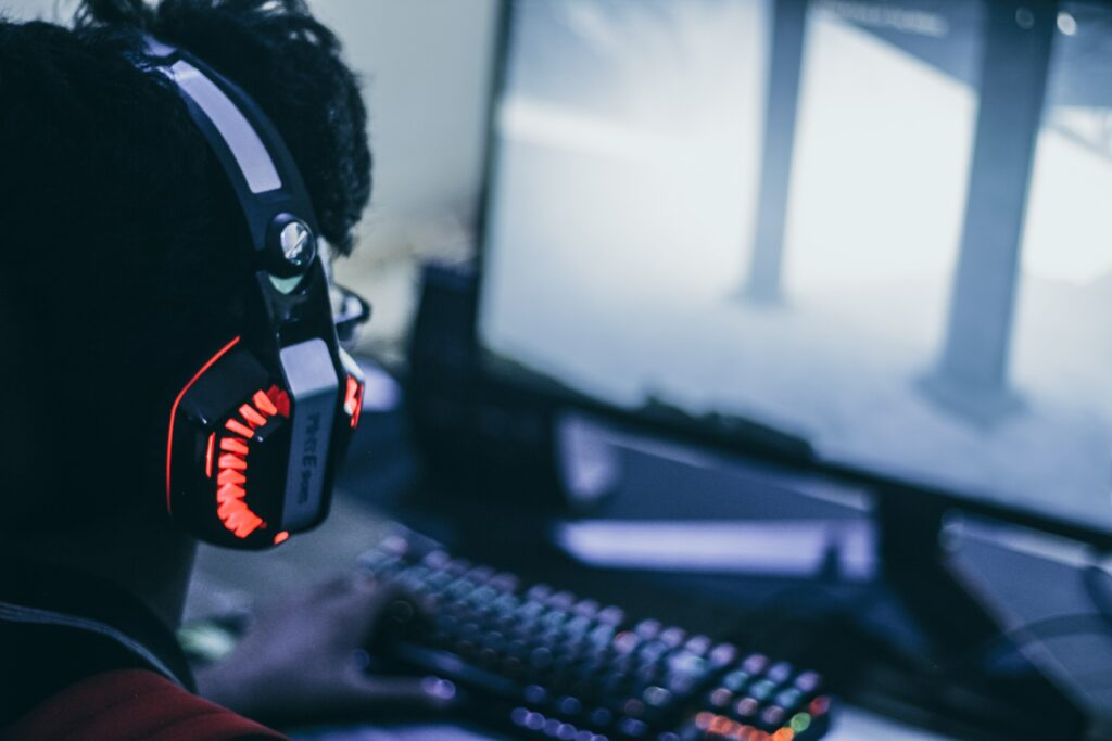 Choosing the Best Wireless Gaming Headset Under $200